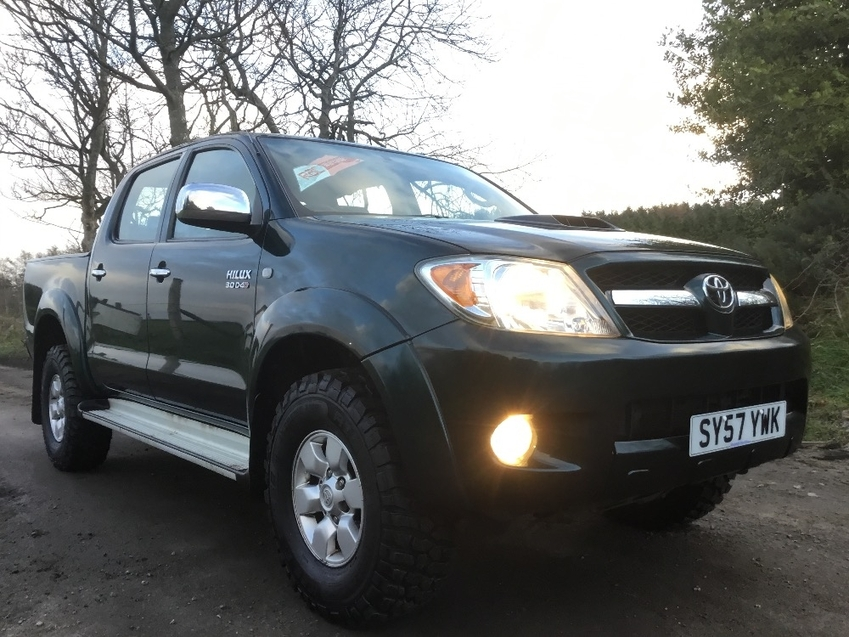 View TOYOTA 4-RUNNER HILUX 3.0ltr D-4D AUTO HL3 DOUBLE CAB 4x4 PICK UP