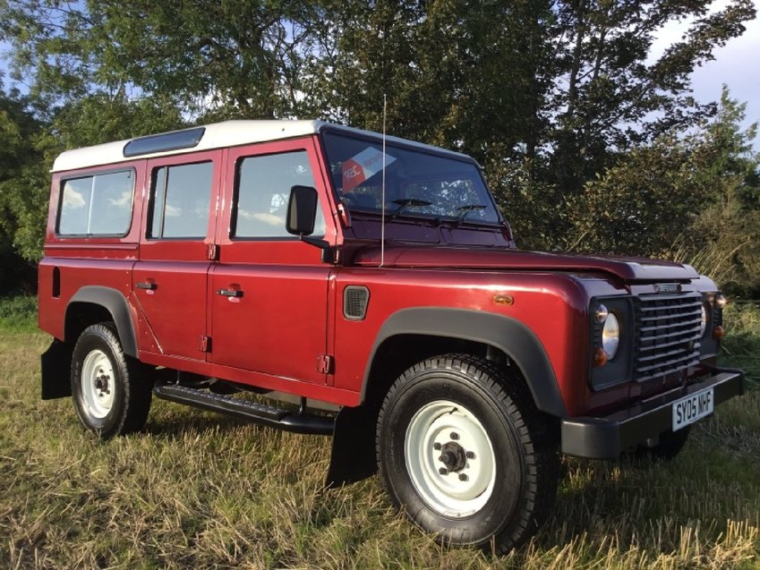 LAND ROVER DEFENDER 2.5ltr TD5 110 4x4 9 SEATER COUNTY STATION WAGON